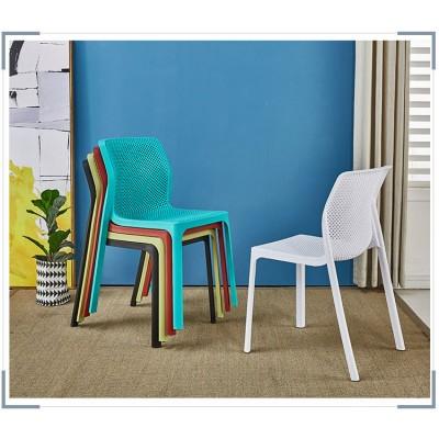 北歐現代簡約塑料椅口PP塑膠材質設計師休閒靠背椅